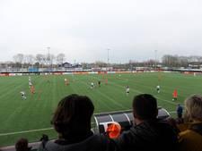 Sportpark De Hanen Weide in Veen zaterdag oranje gekleurd