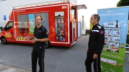 Brandweer stelt voorlichtingsvoertuig 'Van Vlam' voor