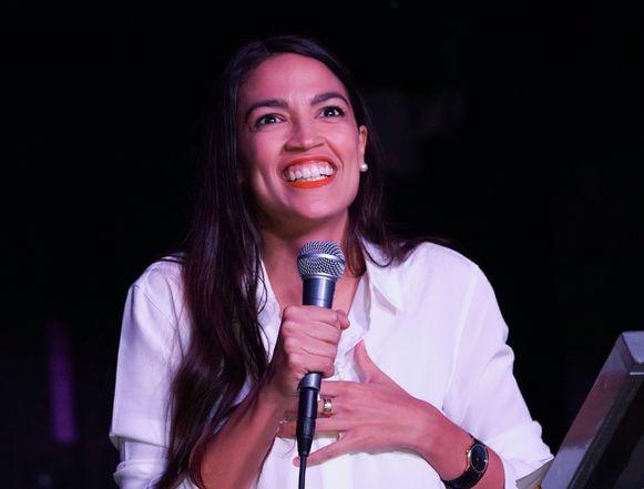 De 29-jarige Democraat Alexandria Ocasio-Cortez uit Queens in New York wordt het jongste lid van het Amerikaanse congres ooit.