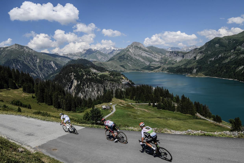 Een bergetappe door de Alpen in 2018.  Beeld AFP