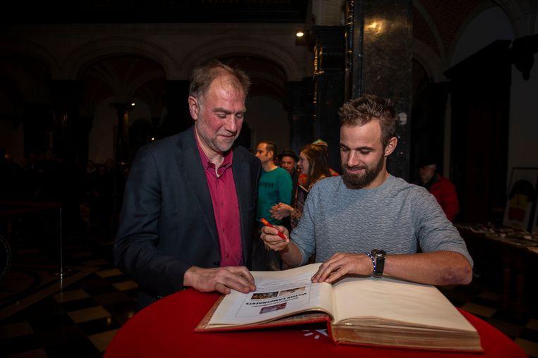 Victor Campenaerts tekent het Guldenboek