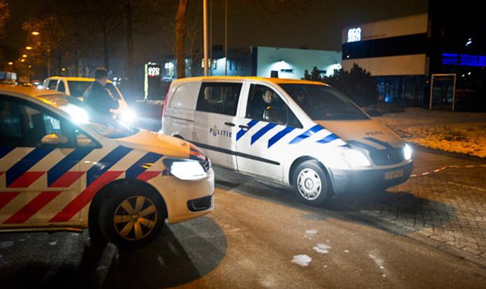 Politie bij het gelddepot van het filiaal van Brink's in Best in 2013.