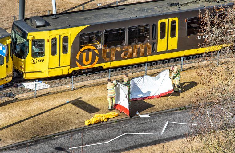 De tram in Utrecht na de aanslag van  Gökman T.. Beeld Raymond Rutting / de Volkskrant