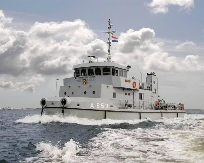De Koninklijke Marine is met drie schepen vertegenwoordigd tijdens het Grachtenfestival in Meppel.