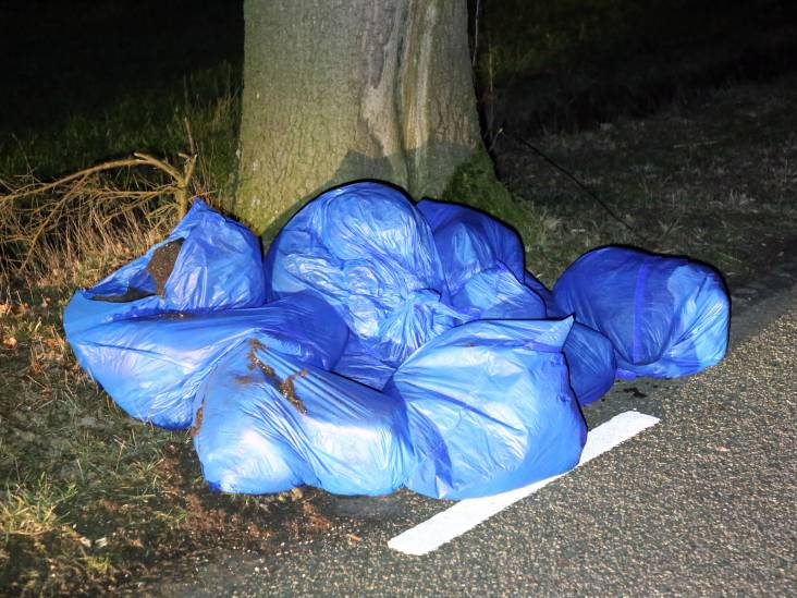 Zakken vol hennepafval gedumpt in buitengebied van Reusel