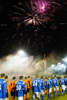Vuurwerk bij Betuwse derby De Bataven tegen RKHVV