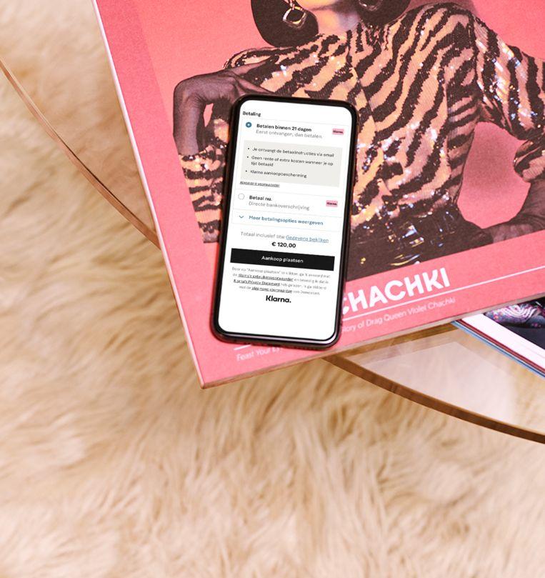 Het nieuwe Zweedse betaalsysteem Klarna maakt online shoppen makkelijker, door je eerst thuis te laten passen voor je betaalt. Of is dat net gevaarlijk?