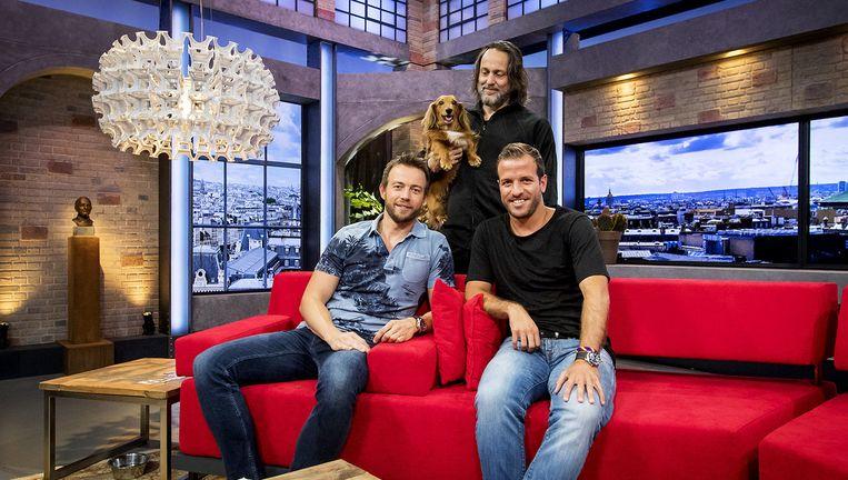 Henry Schut, Hugo Borst en Rafael van der Vaart tijdens de eerste uitzending van NOS Studio France. Beeld anp
