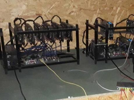 Politie treft bitcoinfabriek aan op Urk: 'Kan per jaar tienduizenden euro's verdienen'