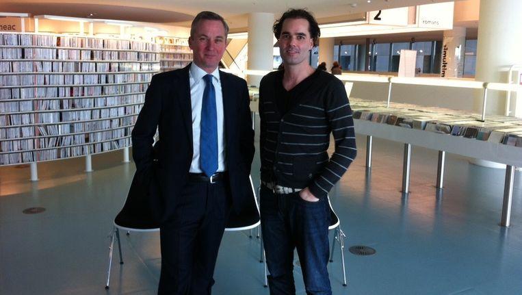 VVD-lijsttreker Eric van der Burg en SP-lijsttrekker Laurens Ivens in de Openbare Bibliotheek Amsterdam. Beeld Elisa Hermanides