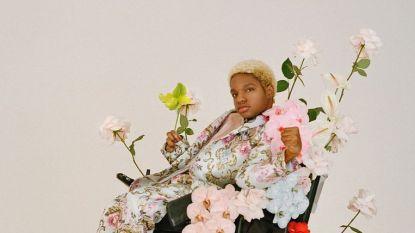 Model in rolstoel maakt haar debuut op de catwalk