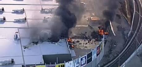 Vliegtuigje stort neer op winkelcentrum Australië