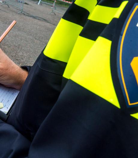 Politie slingert 'schrikbarend' aantal fietsers zonder licht op de bon