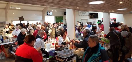 Honderden koopjesjagers bestormen rommelmarkt SV Juliana '31