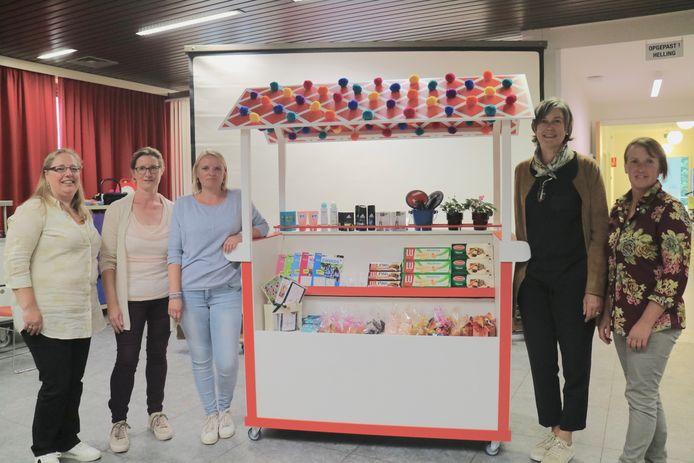 De mobiele winkel werd woensdag onthuld in WZC Ter Leenen.