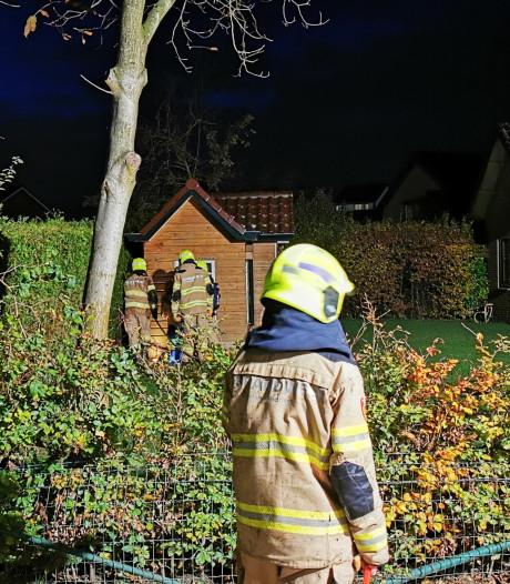Brand in coniferenhaag Giesbeek waarschijnlijk aangestoken met vuurwerk