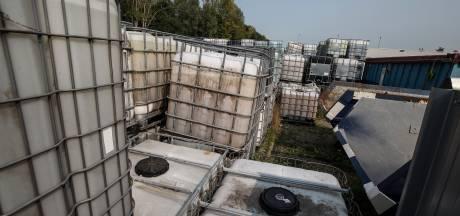 Honderden gifvaten van failliet bedrijf in Doetinchem komen tijdelijk in mega-containers