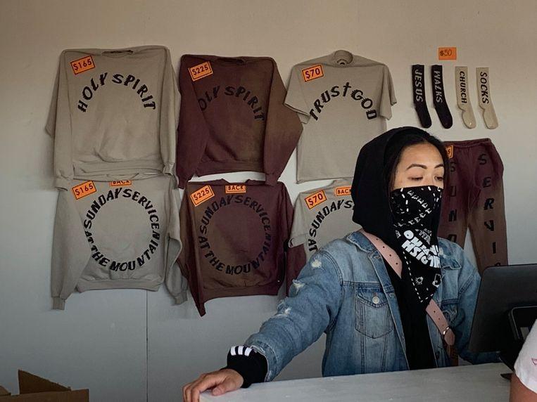 De prijzen van Kanye's 'Church Clothes' waren niet mals, maar de shirts en sokken gingen uiteindelijk allemaal vlot over de toonbank. Beeld rv