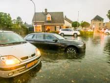Hevige regen en wateroverlast verrassen Brabanders op warme zondag, veel schade in Gemert