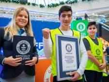 Ahmed en Wasilja pakken een Guinness wereldrecord in Winkelcentrum Kronenburg