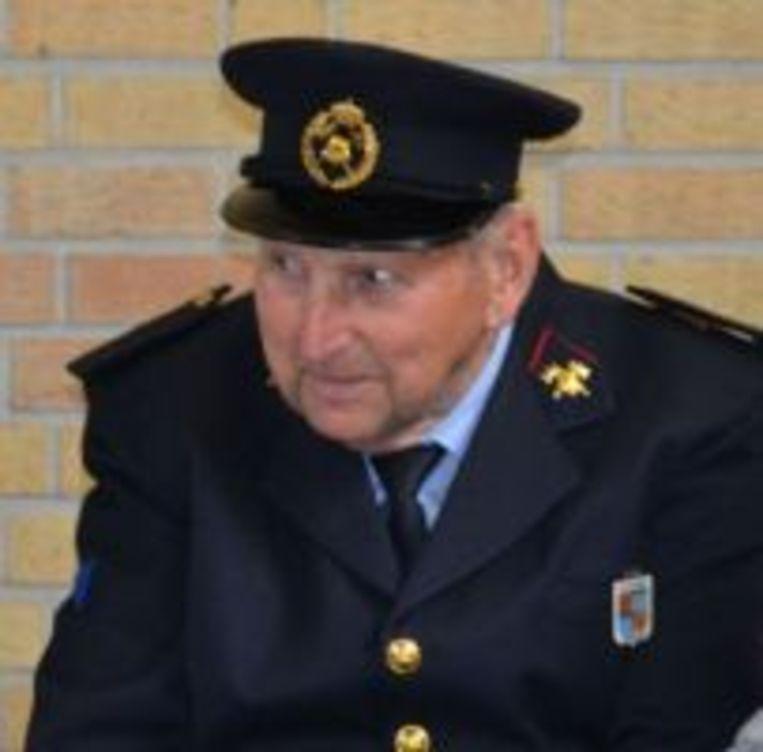 Oudste erebrandweerman van Ardooie Roger Vanhaecke.