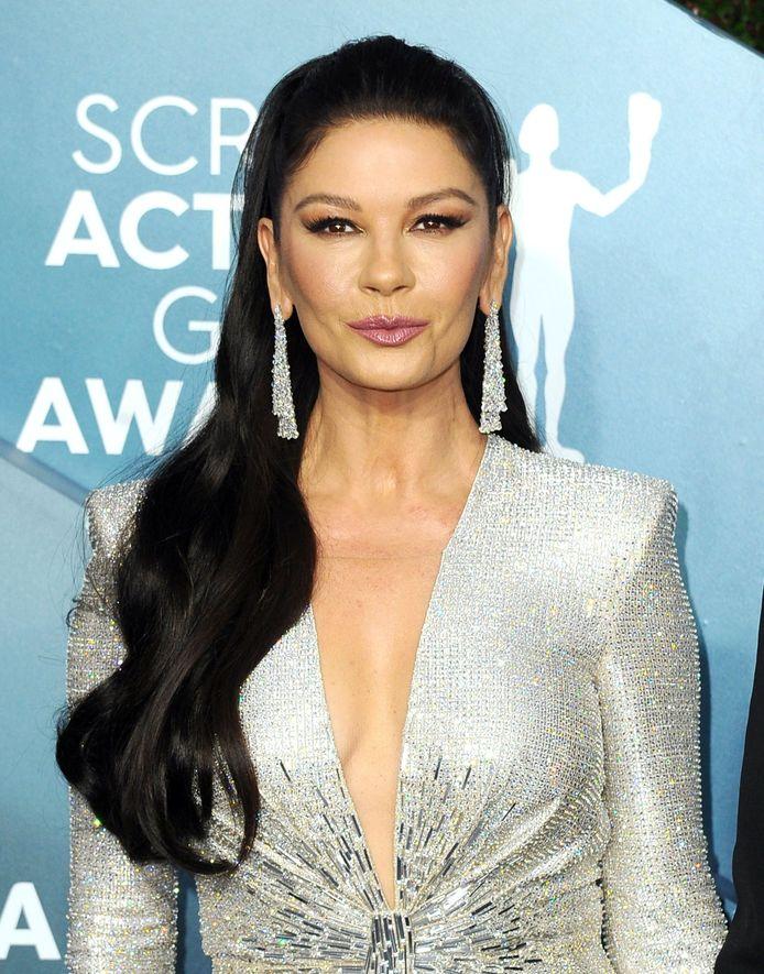 Catherine Zeta-Jones sur le tapis rouge des SAG Awards.
