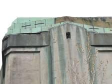 Platen van watertoren Etten-Leuren hangen los