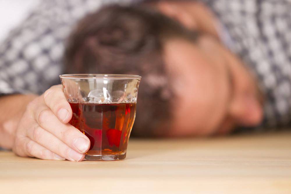 Drank zorgt voor veel doden: door ziekte, door geweld en in het verkeer.