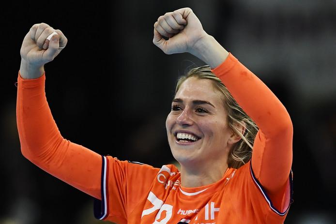 Estevana Polman viert de zege op Rusland.