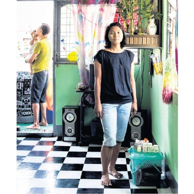 Lily (33, rechts) uit Burma ontdekte dat ze hiv had toen na een miskraam een bloedtest werd gedaan. Ze heeft een man en een zoontje van 1,5. Beeld Sacha de Boer