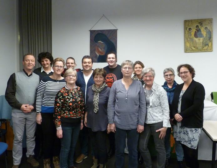 De kerngroep die de Zoetermeerse reis naar Lourdes organiseert, met links diaken Ronald van Berkel.