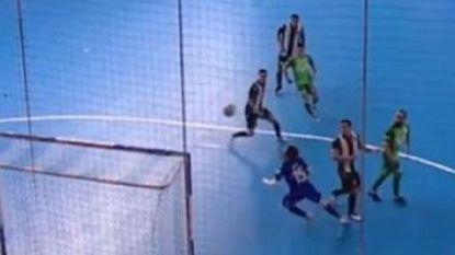 VIDEO. Verdediging én doelman met mond vol tanden na de briljante baltoets van Ricardinho die nu de wereld rondgaat