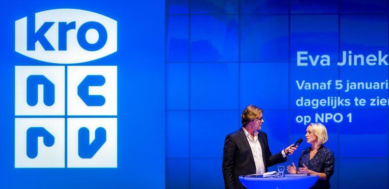 Gijs Staverman interviewt Eva Jinek tijdens de najaarspresentatie van de KRO-NCRV. Beeld anp