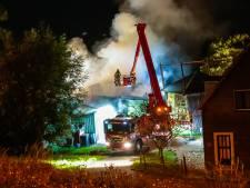Uitslaande brand in schuur vol hooi in Streefkerk