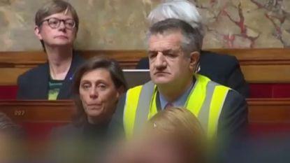 Frans parlementslid veroorzaakt ophef met geel hesje