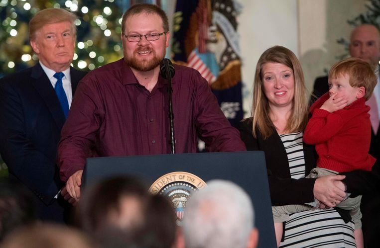 Bij de presentatie van zijn belastingplannen op 13 december liet president Trump gezinnen aan het woord die er profijt van hebben. Beeld AFP