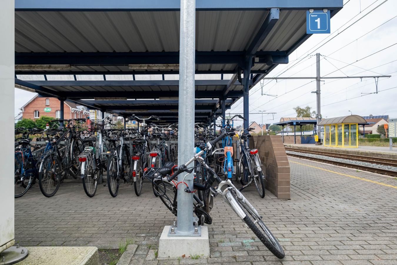 Het station van Puurs heeft nood aan bijkomende fietsstallingen