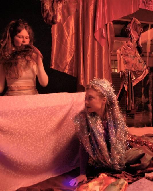 The Softest Drug on Earth, een project van Geerte van Beers en Nana Peijnenburg. Een 'liefdevolle' tegenhanger van al het 'rauwe' op het Rauwkost Festival