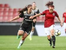 Vrouwen Ajax winnen ook in Praag