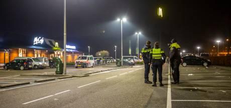 Drie aanhoudingen in redelijk rustig Roosendaal, Politie ontruimt parkeerplaats McDonald's