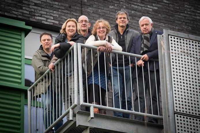 Groep Raaltenaren bereidt  Mangs bu'j te bange Festival voor in het Carmel College vlnr: Dion Bersselaar, Danielle Besten, Gerlant Zielman, Giny Hoogeslag, Jasper Guldemond, Herman Holtmaat.