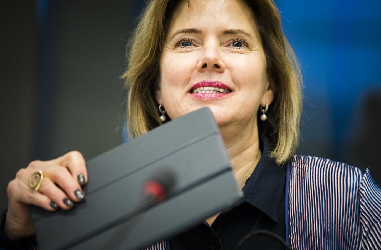 Minister Cora van Nieuwenhuizen van Infrastructuur en Waterstaat (VVD) tijdens een algemeen overleg in de Tweede Kamer.