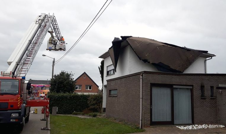 Het dak werd er nagenoeg volledig afgeblazen.