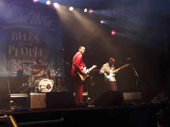 Jamiah Rogers droeg een opvallend rood pak tijdens Swing Wespelaar.