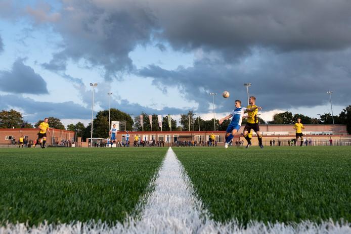 Het eerste elftal van WHC speelde gisteravond een oefenwedstrijd tegen Alcides uit Meppel.