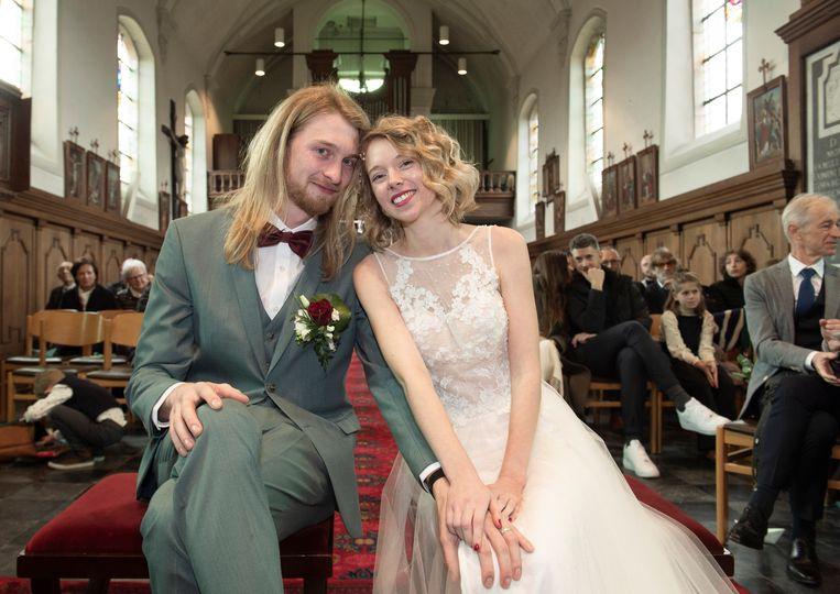 Maartje en Senne bij hun huwelijk.