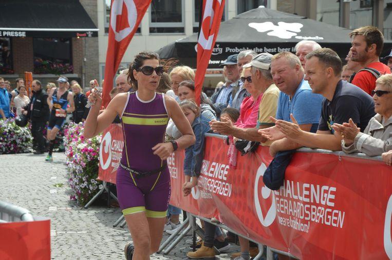 Ook mediafiguur Saartje Vandendriessche nam deel aan de triatlon in Geraardsbergen.