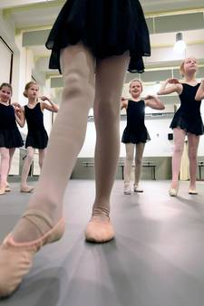 Balletles op nieuwe, hobbelvrije dansvloer