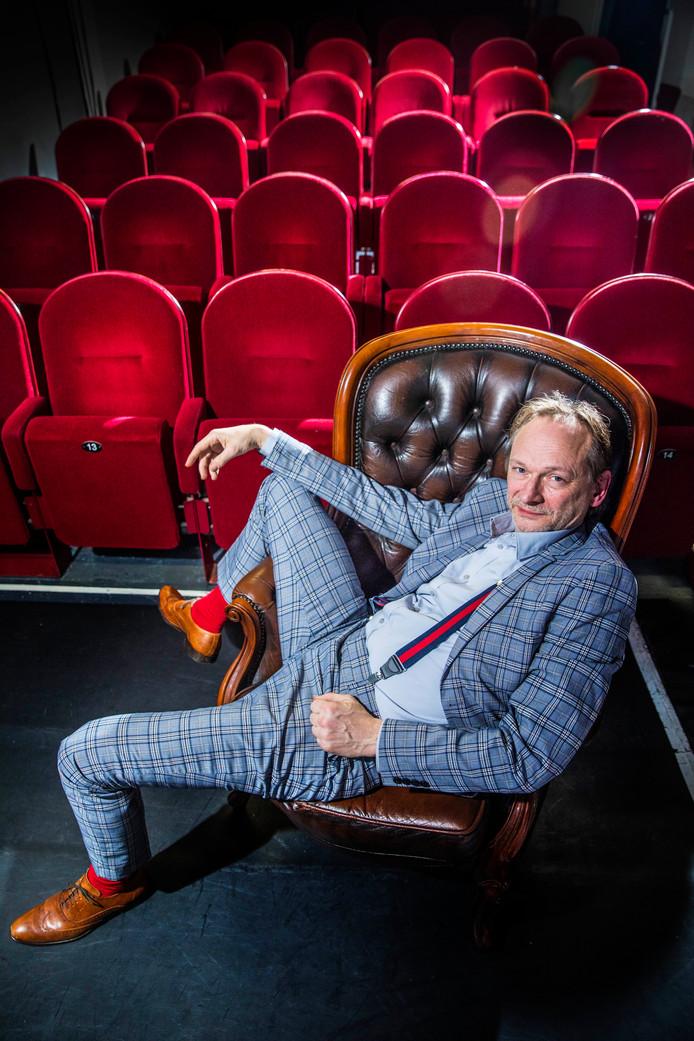 Bob Schwarze heeft op verzoek wat meer 'feel good' aangebracht in de voorstelling Scrooge.
