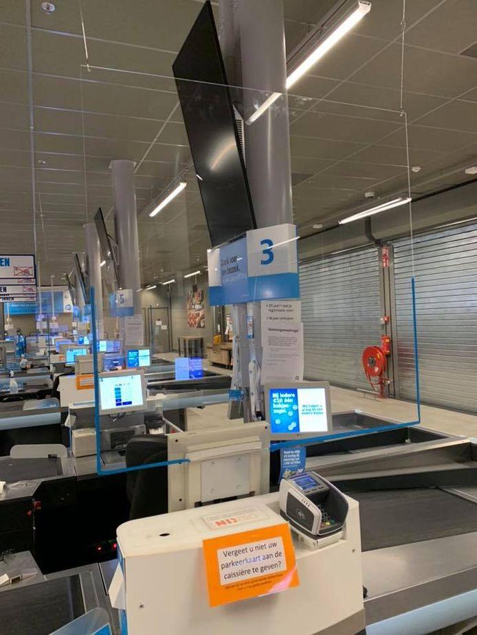 Bij de Albert Heijn XL in Tilburg hangen de schermen ook.